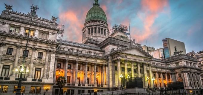 Senadores aprobaron los proyectos de devolución del IVA a jubilados y el feriado del 17