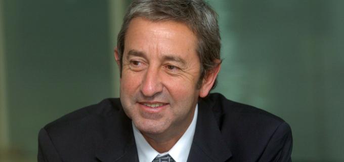 Cobos propone proyecto para disminuir la carga del IVA en productos de la canasta básica
