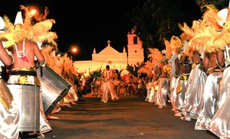 Ahora si! Los últimos destellos del verano y el carnaval lo vivís este sábado 3 de marzo al pie de las Sierras de los Comechingones: La Villa de Merlo le pone alegría, música y bailes en sus calles!