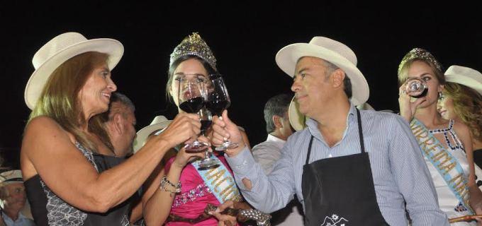 Mendoza ya vive Vendimia: las reinas departamentales estuvieron en la Legislatura y luego en la Fiesta de la Cosecha