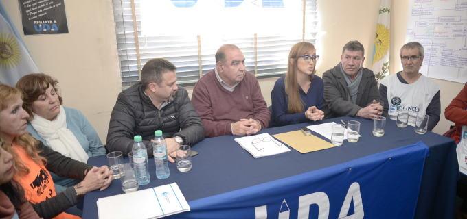 Sindicatos docentes rechazaron el Plan Maestro Macrista y entregaron petitorio a la Senadora Fernández Sagasti para plantearlo en el Congreso