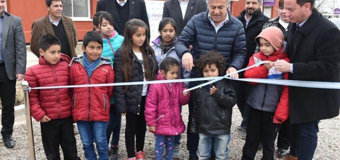 Cornejo y el Intendente Soto entregaron 21 viviendas en Tupungato. El gobernador prometió 3.300 viviendas más para toda Mendoza