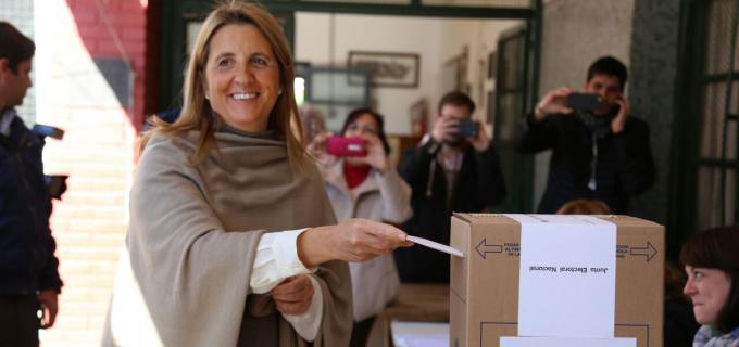 """Claudia Najul y su mensaje tras su voto: """"Es imprescindible saber elegir los caminos por los que vamos"""""""