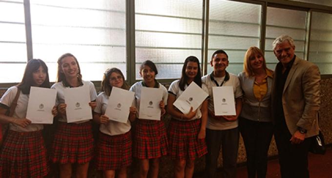 Ejemplo al esfuerzo: Alumnos hipoacúsicos fueron reconocidos por la Legislatura mendocina