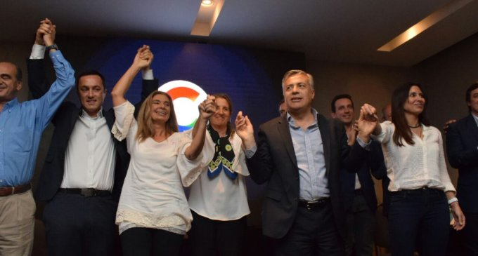 Sencillo cierre de la campaña electoral de Cambia Mendoza, con un Cornejo protagonista y candidatos exponiendo sus propuestas