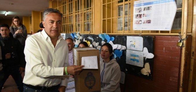 """El voto de un Cornejo cabulero y con la elección en sus hombros: """"Nosotros creemos que es un plebiscito de la gestión"""""""