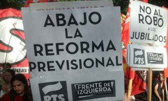 """Esta mañana de viernes, el FIT de San Luis se concentra en las filiales locales de ANSES y PAMI """"Que hayan ganado las elecciones no les da un cheque en blanco para ajustar al pueblo trabajador"""" afirma Johana Gómez"""