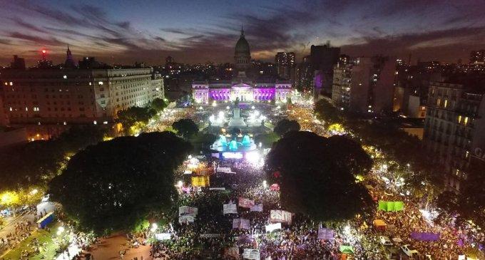Lo que antes eran 10 mujeres, hoy es una multitud que grita fuerte en todo el país #NiUnaMenos. En un día histórico, miles de ciudadanos marcharon por las calles cuyanas