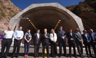 Tras 15 años, el gobernador Alfredo Cornejo, la vicegobernadora Laura Montero y el presidente del BID Luis Alberto Moreno inauguraron el túnel Cacheuta-Potrerillos