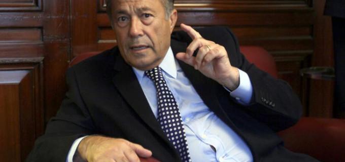 El senador y ex presidente Adolfo Rodríguez Saá pide que traten su proyecto para limitar el endeudamiento en dólares