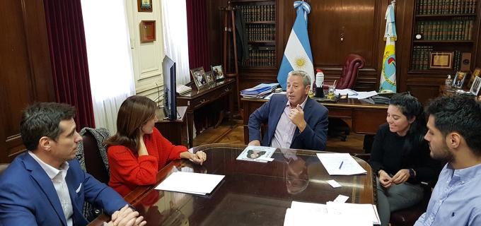 El senador Julio Cobos se reunió con representantes de Coca Cola para avanzar con la Ley de Etiquetado en Argentina