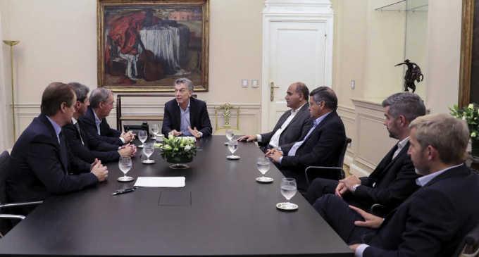 """Macri y la foto con los gobernadores peronistas: """"Sólo fue una reunión informativa"""", afirmó Uñac"""