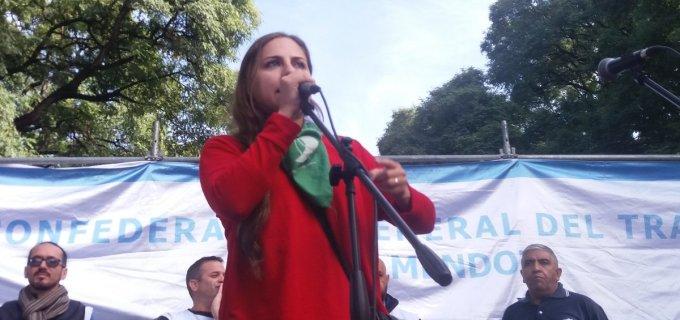 """La dirigente de izquierda y feminista mendocina Soledad Sosa apunta """"Cornejo condena a ser madre a una niña violada de 11 años"""""""