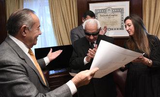 El Senado Nacional reconoció a un arquitecto de la puntanidad: El escritor Liberato Tobares. Los legisladores Rodríguez Saá y Catalfamo entregaron un diploma de honor al autor y su obra