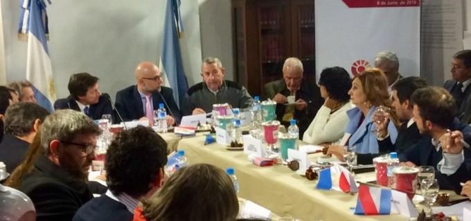 El senador radical Julio Cobos presentó el proyecto de garrafa social en San Juan para evitar los abusos de precios