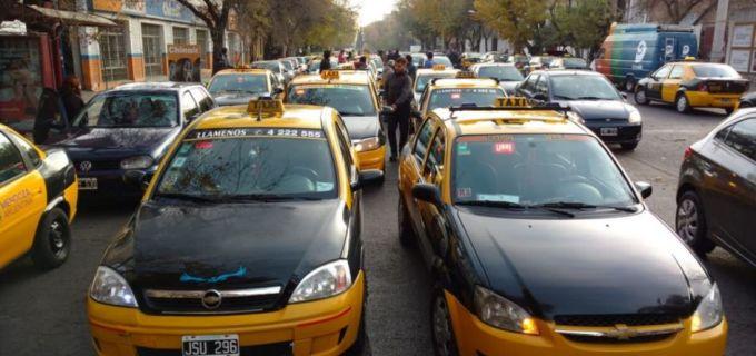 Importando problemas: En Mendoza los taxistas se movilizan en el Centro contra la posible llegada de Uber a la provincia