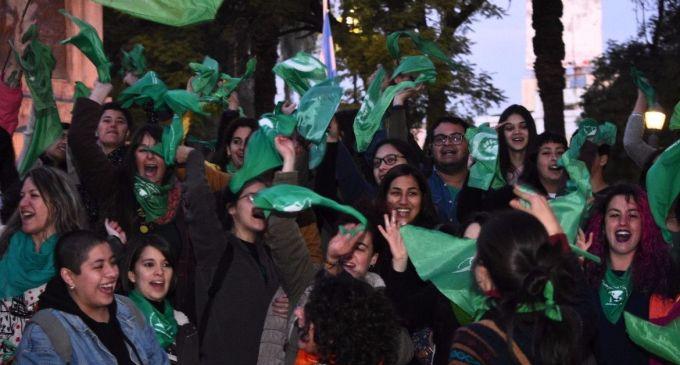 """Las mujeres de """"Pan y Rosas"""" de San Luis se despegan del pañuelo verde de El Alberto: """"La bandera del aborto legal no se mancha con la hipocresía"""""""