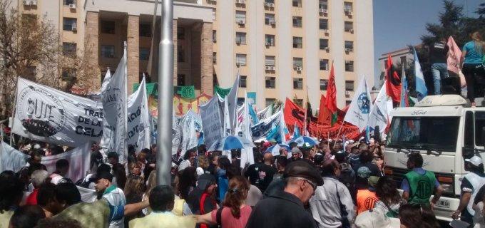 El cuarto paro general contra el gobierno de Macri se siente fuerte en Cuyo, con multitudinaria movilización en Mendoza y ciudades desiertas en San Juan y San Luis