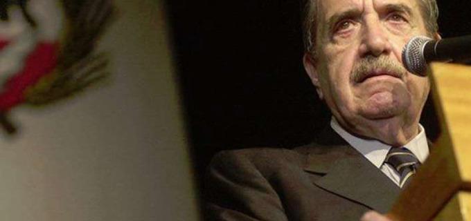 """El recuerdo de Julio Cobos al gran Raúl Alfonsín: """"El hacedor del futuro"""""""