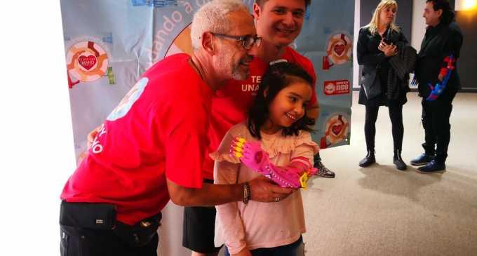 """""""Te Doy Una Mano"""" pasó por Mendoza regalando momentos de mucha emoción y alegría a 12 cuyanos que ya tienen sus nuevas y coloridas prótesis hechas con impresora 3D"""