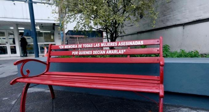 """Es Ley en Mendoza el proyecto """"Banco Rojo"""" en los espacios públicos """"En memoria de todas las mujeres asesinadas, por quienes decían amarlas"""""""