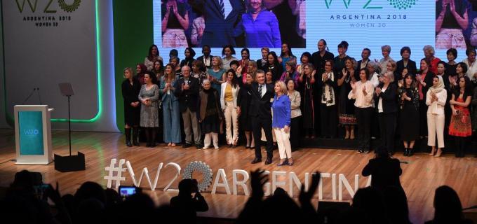 """Macri a las mujeres del W20: """"ustedes nos acercan nuevas perspectivas a los líderes"""""""