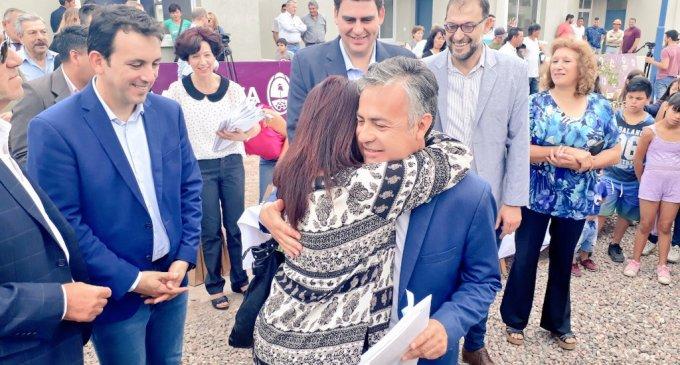 Cornejo, García Zalazar y Kerchner cumplieron el sueño de nuevas familias mendocinas de creer que un futuro mejor es posible y entregaron 65 nuevas casas en Godoy Cruz